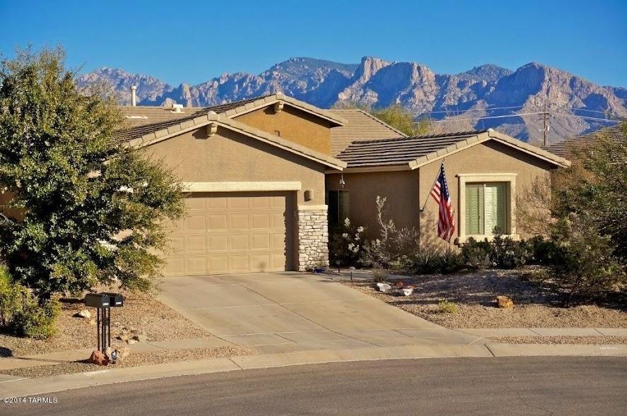 Tucson home driveway image