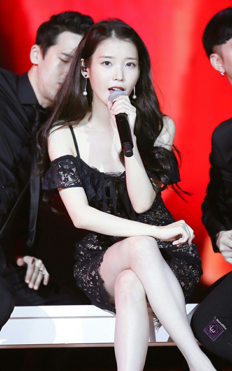 iu black dress 1