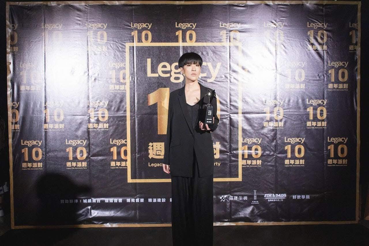 「還好有她們」獎由Legacy『都市女聲』系列演出次數最多的前三名蔡健雅、陳珊妮與魏如萱獲獎,陳珊妮出席領獎