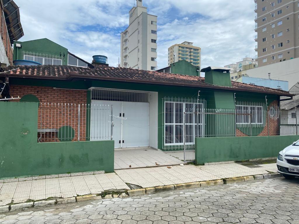 Casa com 10 dormitórios à venda, 297 m² por R$ 1.500.000 - Meia Praia - Itapema/SC