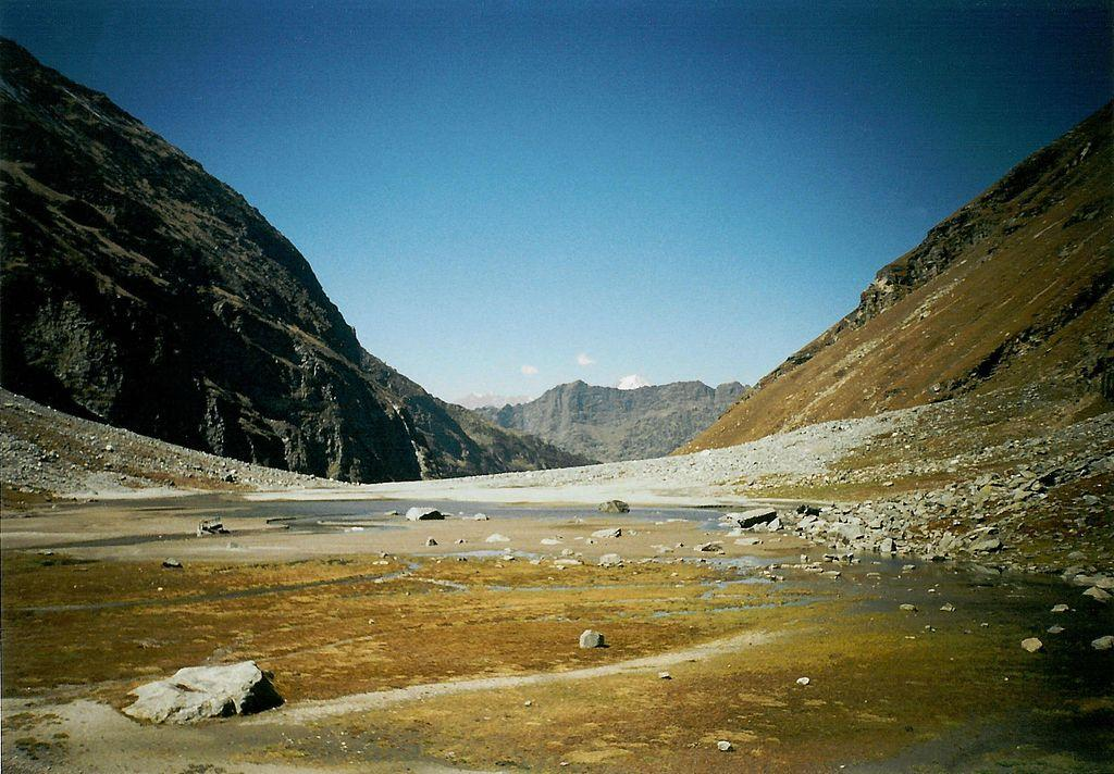 Hampta_Pass_-_panoramio.jpg
