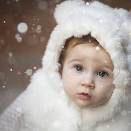 Mara by Sava Leonard - Uncategorized All Uncategorized ( white, children, snow, winter, eyes, blue eyes, photography, child )