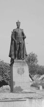 Photo: King George V statue - Opp >Island grounds,Near war memorial.