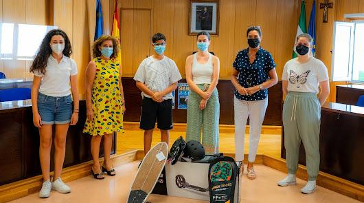 """Los jóvenes apuestan por un ocio """"sin humo"""" en Roquetas de Mar"""