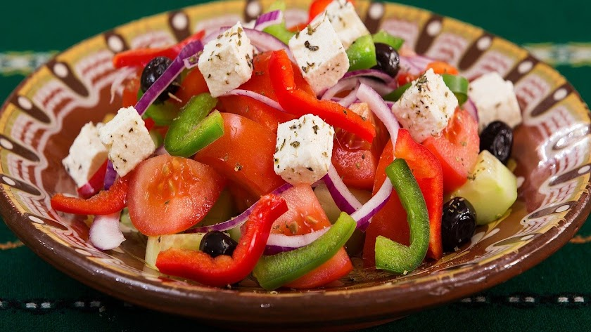 Ensalada griega para almorzar.