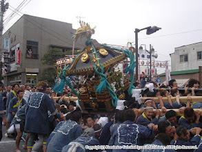 Photo: 【平成16年(2004) 本宮】 式典終了後、夜間渡御の景気付けに一もみ。