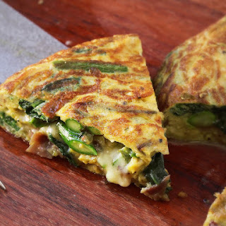 Flipped Frittata With Asparagus, Spinach, Ham, and Cheese