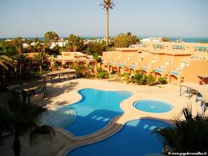 Photo: #014-La vue de notre chambre sur la piscine et la mer