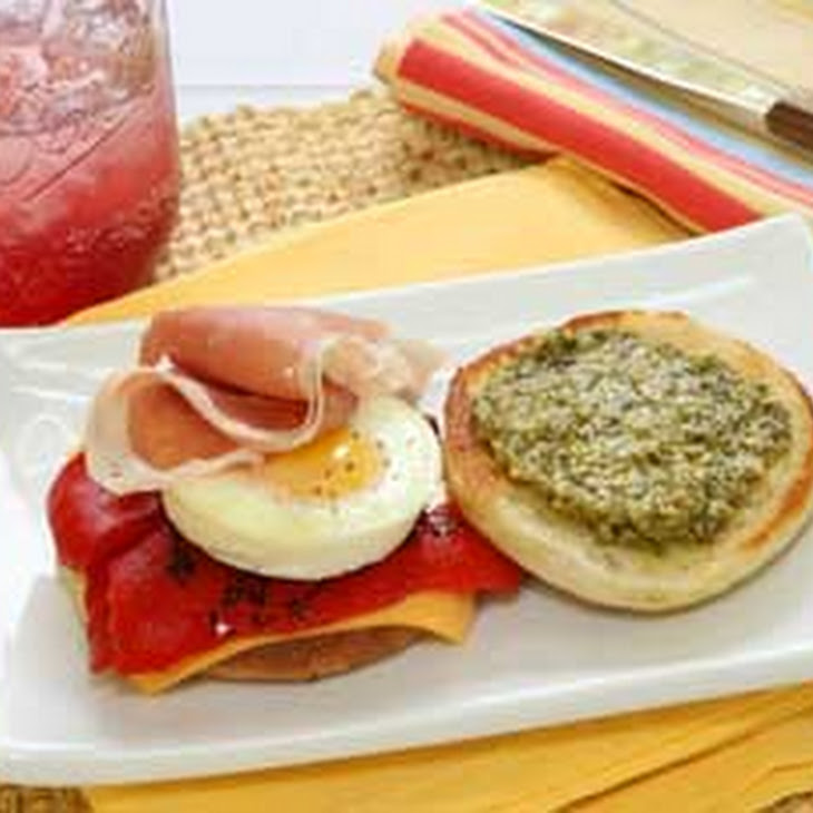 Breakfast Sandwiches with Roasted Red Pepper & Pesto