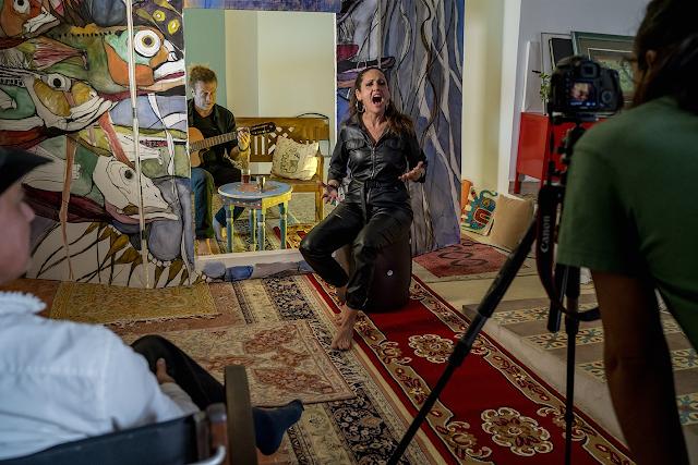 La Tetería Almedina ha sido el escenario de la grabación de su primer videoclip (Foto: Francisco Conde).