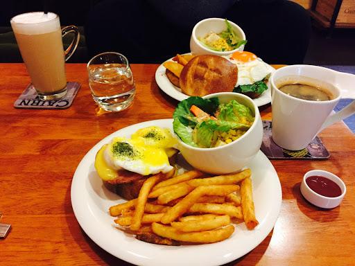 好吃早午餐,水波蛋跟雞腿堡