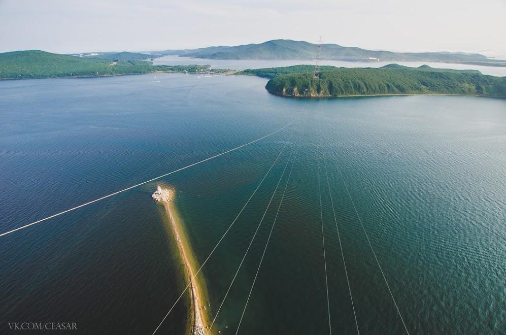 Вид с ЛЭП на остров Русский