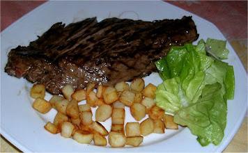 Photo: ...das geilste Essen auf der Tour, ein perfekt auf Holzkohle gegrilltes Stück Fleisch das auf der Zunge zerging für 10,80 €, geht doch.