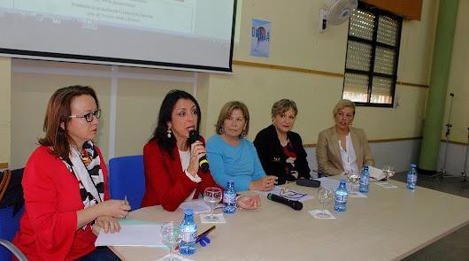 'La conquista de la mujer almeriense' en la mesa redonda del IES Aguadulce