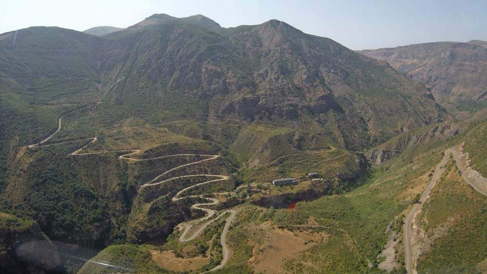 Dia 15 - Vamos ficar sem gasolina e perdidos nas montanhas? De Nagorno Karabahk a Tatev e Meghri  | Crónicas do Rally Mongol
