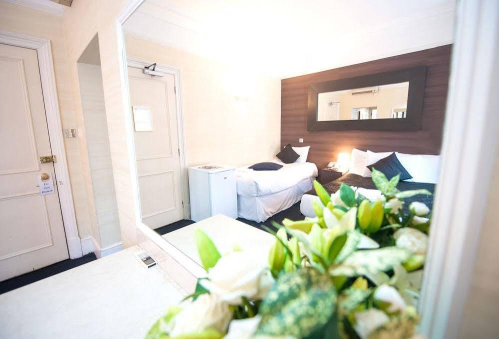 159 Knightsbridge Hotel