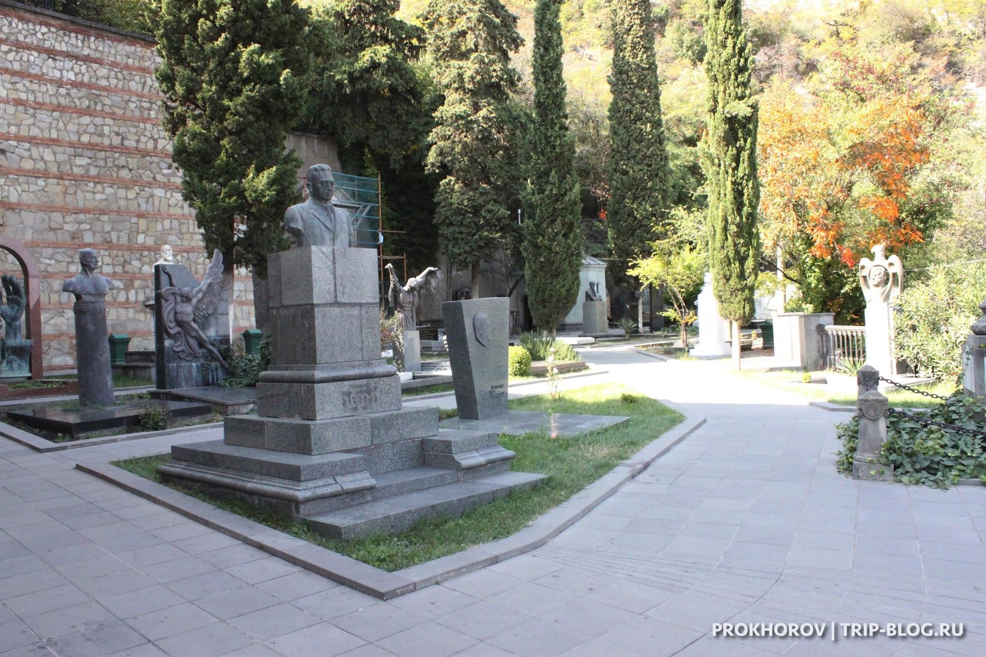 Пантеон на горе Мтацминда