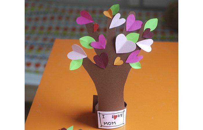 somdocents-manualitats-dia-de-la-mare-arbre-amor