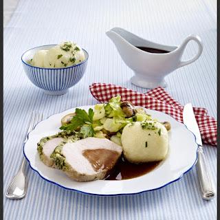 Kotelettbraten mit Kräuterkruste und Rotweinsoße