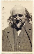 Photo: Portret van Johannes Lourens Henkes: Geboren te Delfthaven in Rotterdam in 1871 en overleden in 1935. Getrouwd in 1896 met Judith d'Arnaud Gerkens (geb. Menado 1870 en overleden te Breda in 1955). In 1903 kwamen zij naar Breda en richtte hij hier de Jamfabriek op aan de Haagweg (later Preservenbedrijf).  Aanvankelijk woonden zij op de Haagweg maar later verhuisden zij naar villa Vredeburch aan de Liesboslaan. Ook waren zij in het bezit van het landgoed de Vloeiweide bij Rijsbergen.