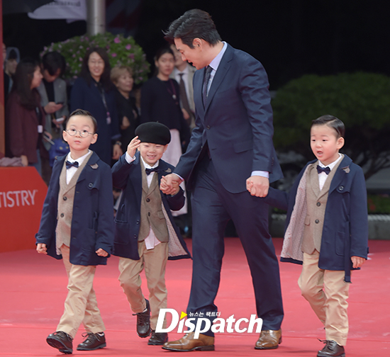 Song Il Kook dan Song Triplets