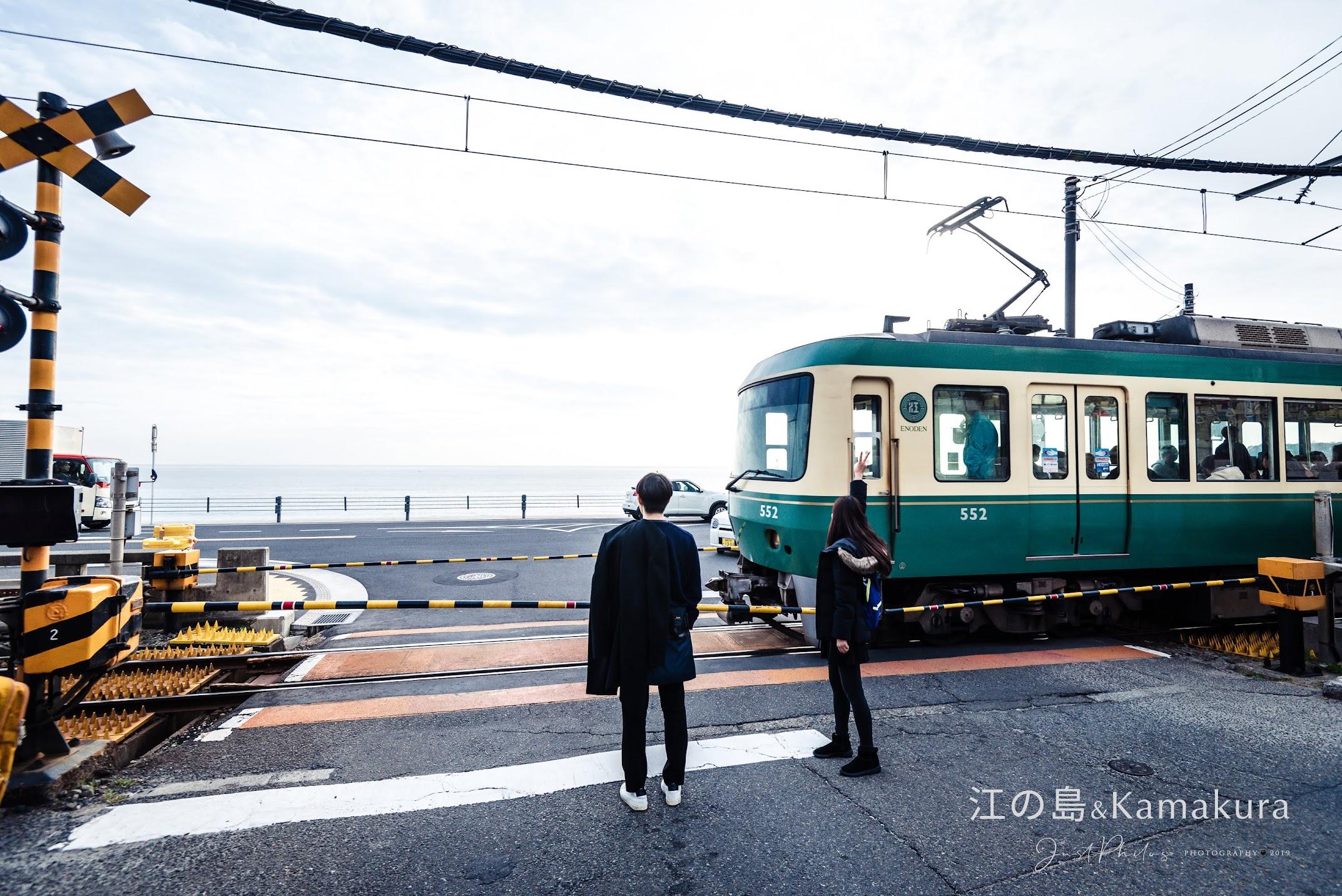 鎌倉高校前站因為是漫畫灌籃高手的場景,以及擁有無敵海景的視野,總是吸引觀光客前往拍照。
