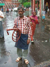 Photo: Old Delhi - facet nie mogl zrozumiec ze nie chcemy bicza [ a man tried to force us to buy a whip-lash ]