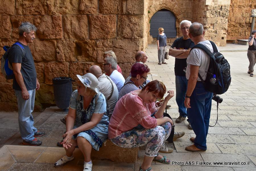 Туристы в древнем Акко.