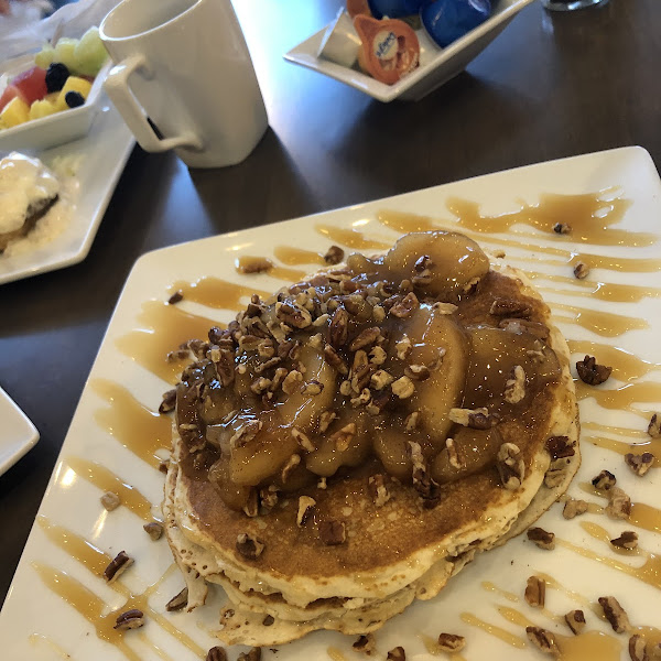 GF pancakes with carmelized apples
