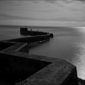 Zig Zag by Andrew Magee - Black & White Landscapes ( fife, serpentine, scotland, st monan's, black and white, breakwater, harbour, sea, wall,  )
