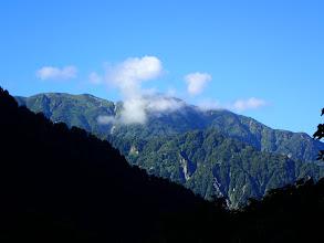 大日岳(手前にクズバ山)