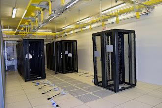 Photo: Installation des baies dans la salle 1 du #datacenter #reims