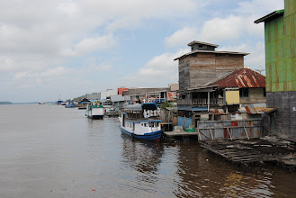 Photo: Kumai, da una parte il fiume dall'altra il mare