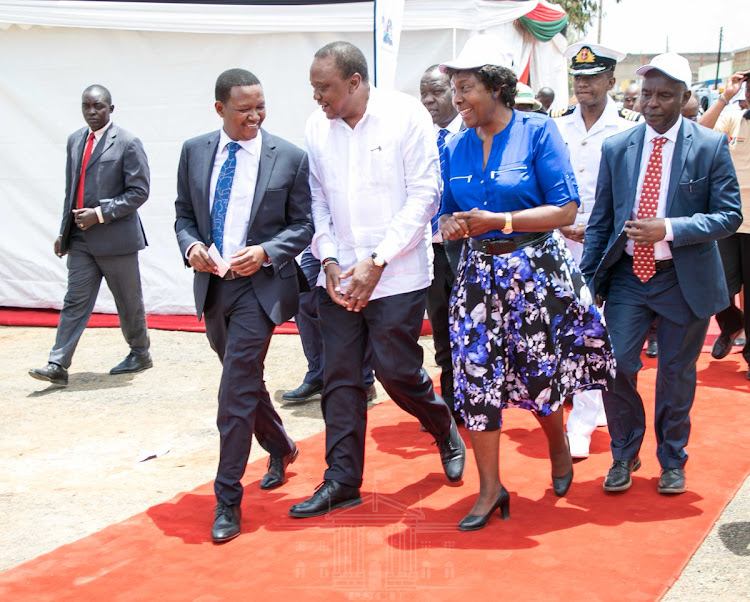 President Uhuru Kenyatta with Ukambani Governors Alfred Mutua (Machakos), Charity Ngilu (Kitui) and Kivutha Kibwana (Makueni) during the launch of the Huduma Namba exercise in Machakos county on March 2, 2019.