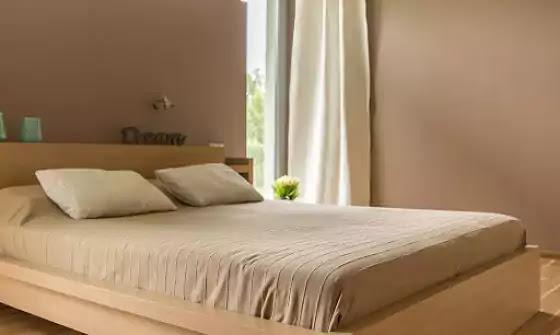 warna cat kamar tidur coklat muda