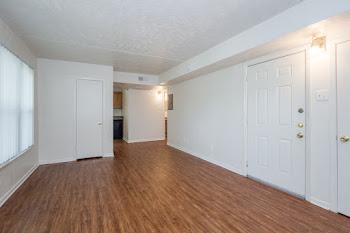 Go to 2 Bed, 1 Bath Floorplan page.