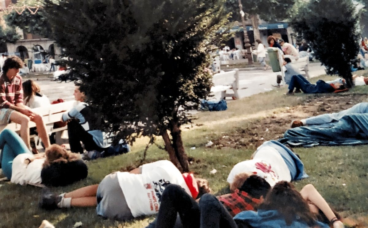 Travel Horror Stories: When Travel Goes Wrong // Sleeping on the park Pamplona Photo Travel Collecting