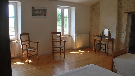 Gîte Le Relais : chambre triple familiale lumineuse