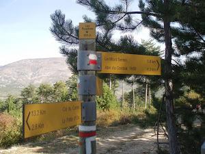 Une vue à  couper le souffle sur le GR 9 en direction du Mont Ventoux