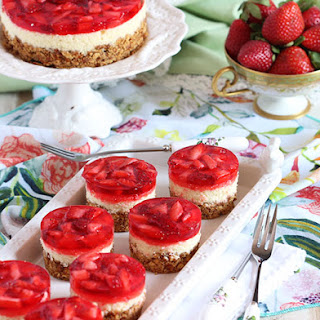 Mini Strawberry Pretzel Salad Cheesecake
