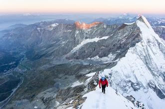 Photo: svítání - v pozadí Mont Blank, Grande Jorasses, Dent d'Herens