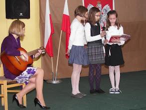 """Photo: """"Kocham wolność"""" oraz Alicja, Oliwia, Martyna i pani Grażyna"""