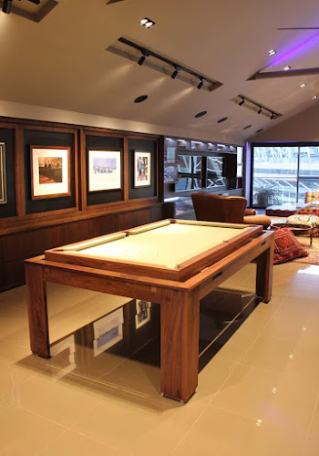 Penthouse Appartment with Bespoke Rollover Pool / Dining Table