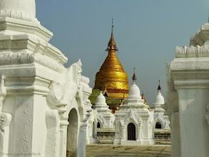 Photo: #023-Mandalay, Kuthodaw Pagoda, 729 pagodes blanchies à la chaux.
