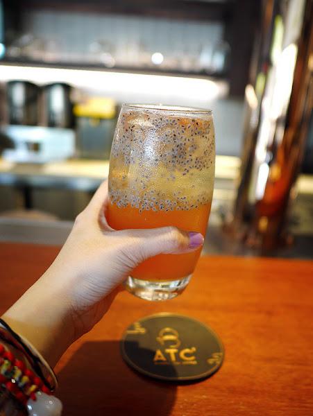 ATC alcohol tea coffee (禮客Outlet 1F)。網美集散地,粉紅馬克杯拍照打卡好景點! 熊寶小榆の旅遊日記