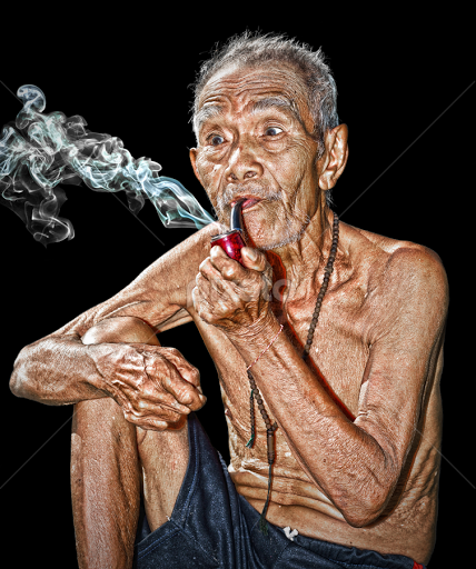 old-man-smoking-62476713.jpg