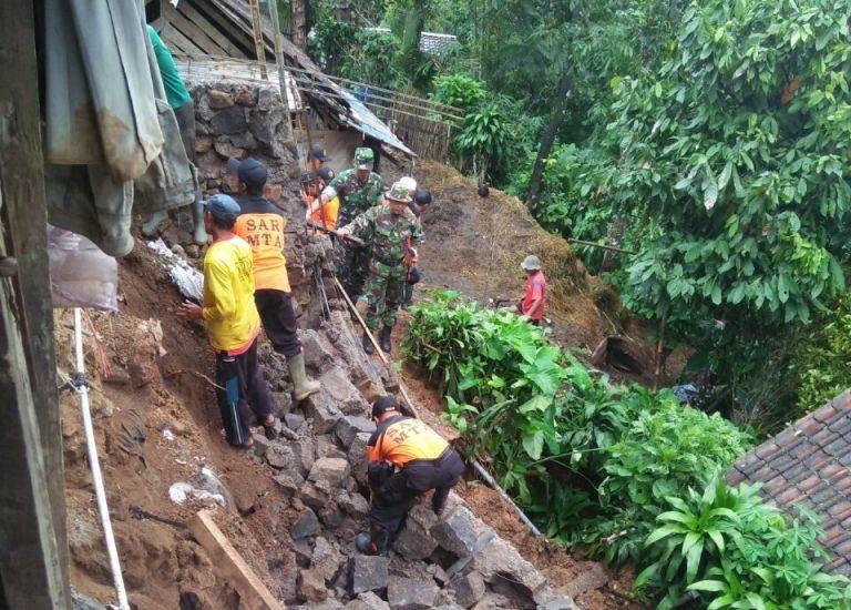 Bencana Tanah longsor Di Ngawi