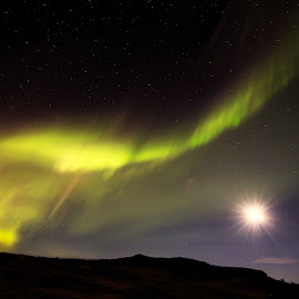 Full moon and Northern lights by Roald Heirsaunet - Landscapes Starscapes