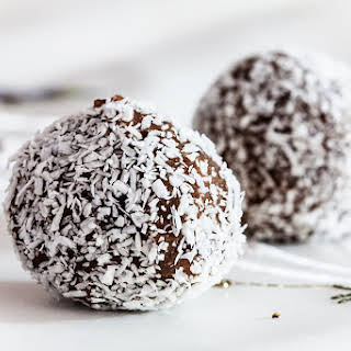 Raw Choco Bites With Oats and Carrots.