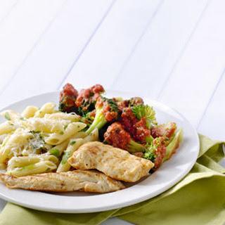 Gegrilde Kipfilet En Broccoli In Pikante Saus Met Pennepasta